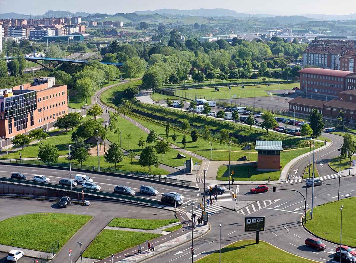 Parque frente al Hotel La Polar